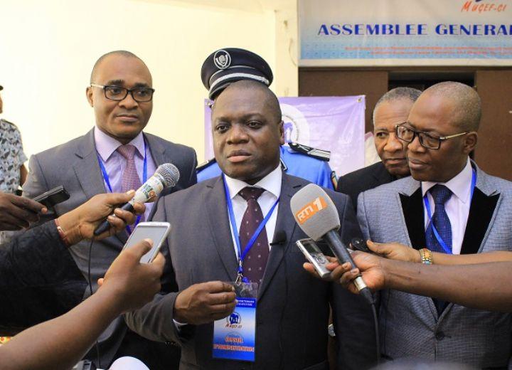 Le président du Conseil d'administration de la MUGEFCI, Mesmin Komoé au micro